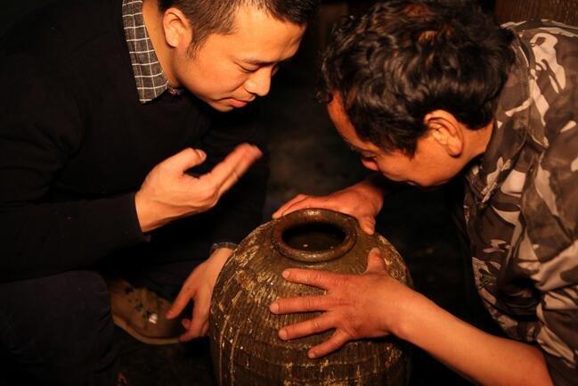 他用现代技术碰撞传承800年的酿酒技艺,造出好酒让老厂长服气