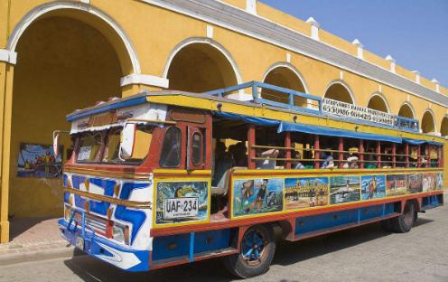 哥伦比亚长途巴士发生车祸 24人死亡19人受伤