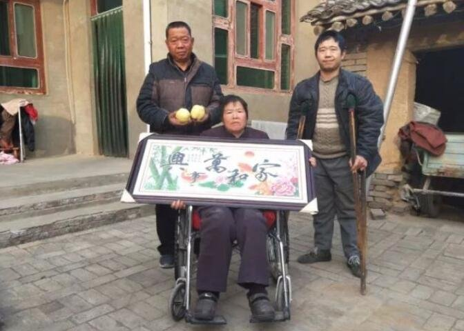 一家四口3个坐轮椅却拒绝捐款 8亩酥梨是他们最淳朴的尊严
