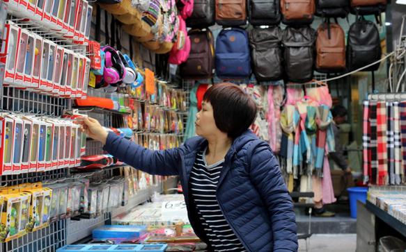 香港女人街 最平民化消费,很多商品都是国内进货