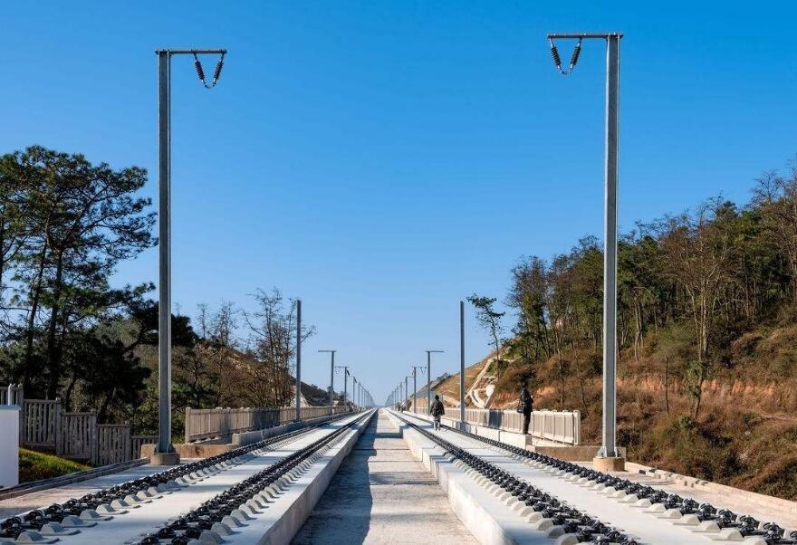 """云南省通过""""公铁接驳""""联运扩大高铁辐射区域 着力打造28个高铁无轨站"""