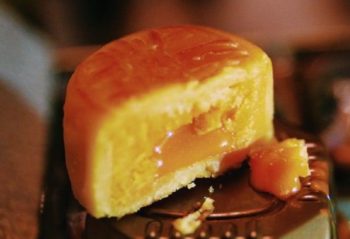 跨界月饼成新网红:故宫月饼、迪士尼月饼上市