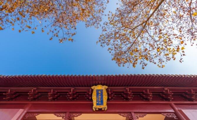 江南也有石窟,比龙门石窟还早17年,最早的佛像已1528岁