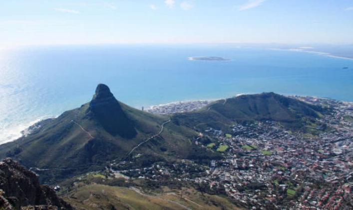 南非这座山有2.6亿万年历史,山体险如刀削,夺人性命比珠峰多