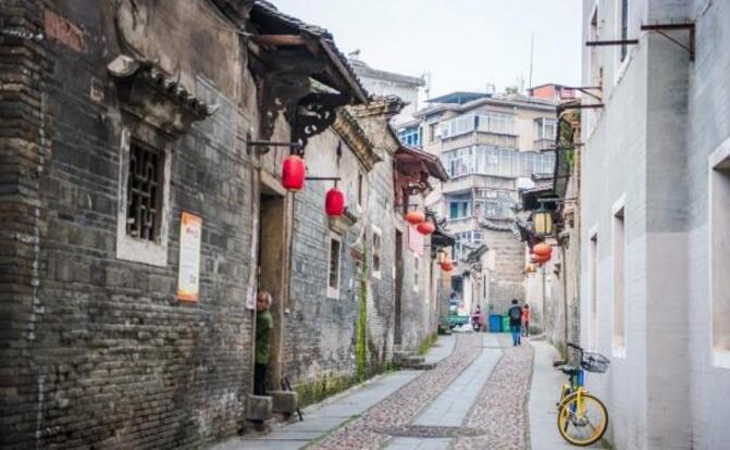 江西最大的城市,相当于5个新加坡和9.9个迪拜,景色美如画!