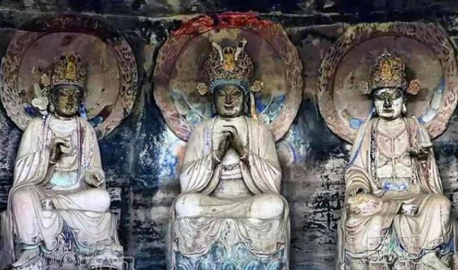 四川宋代石窟竟供奉佛祖老子与孔子 洞顶神秘文字千年来无人