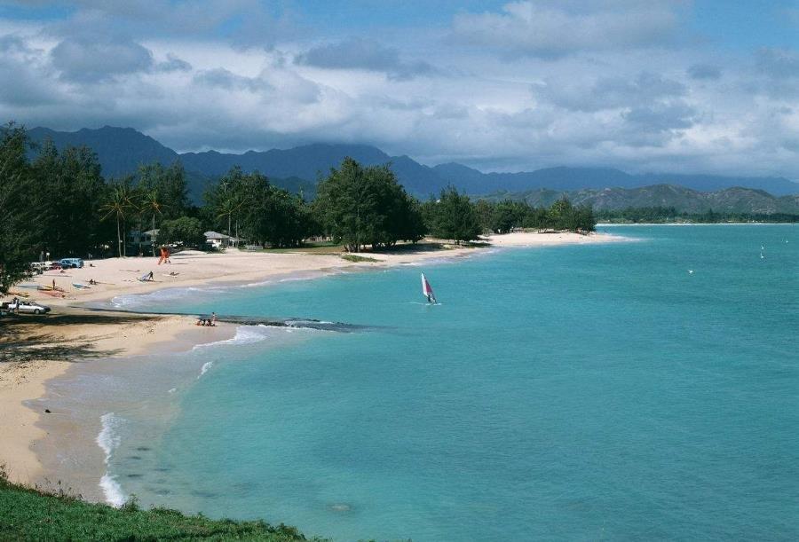 风暴过境旅游胜地夏威夷 警报解除留一地狼藉