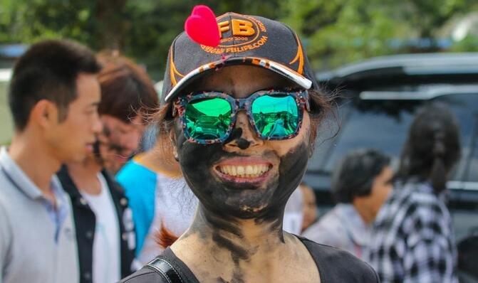 """普者黑彝族""""花脸节"""",看帅哥美女是如何被抹黑的"""