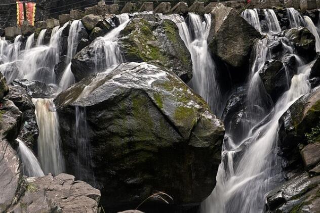探访皇帝洞大峡谷,飞流瀑布、涓涓细水、独特气势 !