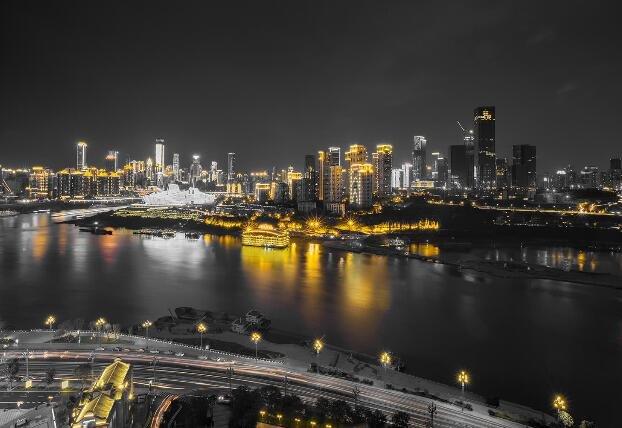 中国新晋网红夜景城市,曾为破败山城,今跃居中国最美的城市之一