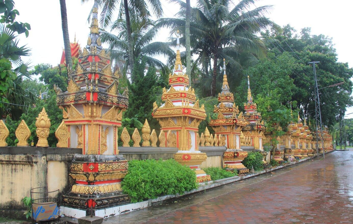 """中国游客在老挝被强索""""小费"""" 外交部介入维权"""
