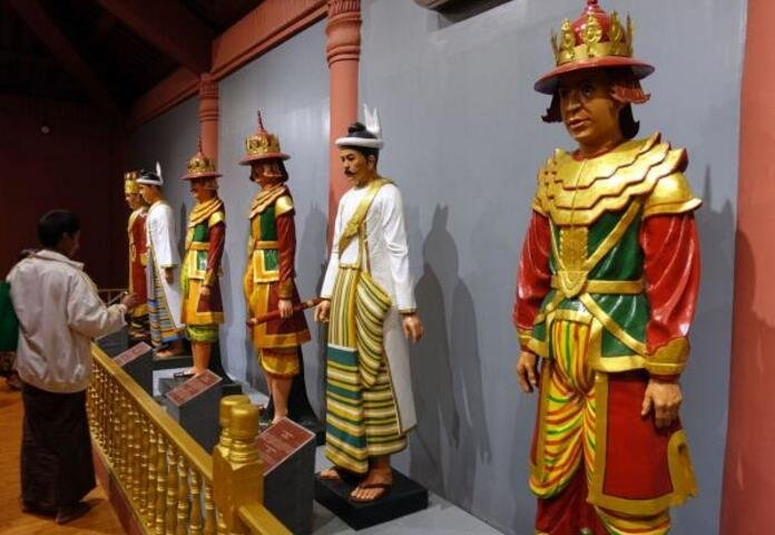 实拍:缅甸最后一个皇帝的家,皇室女人的颜值你觉得怎么样?