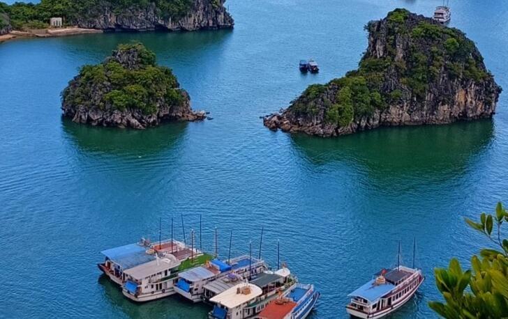 越南下龙湾酷似桂林山水 游客少风景美  你去过吗