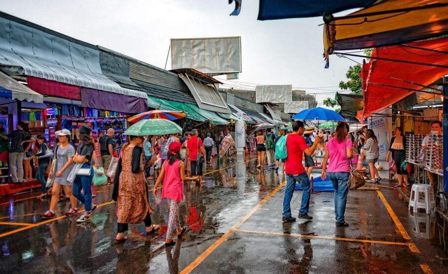曼谷雷阵雨将至泰国湾浪高2米 提醒游客注意安全