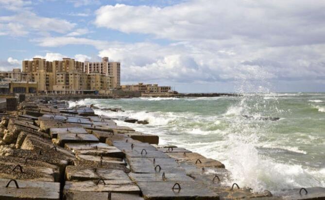 埃及的外滩 延绵26公里阿拉伯地中海风景线