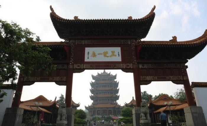 武汉这座游客去的最多的楼,名气比城市都大,祈福钟30元撞9下