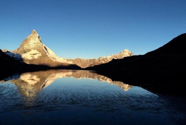 去欧洲乘葛尔内格拉特火车看日出,亲近瑞士山王马特宏峰