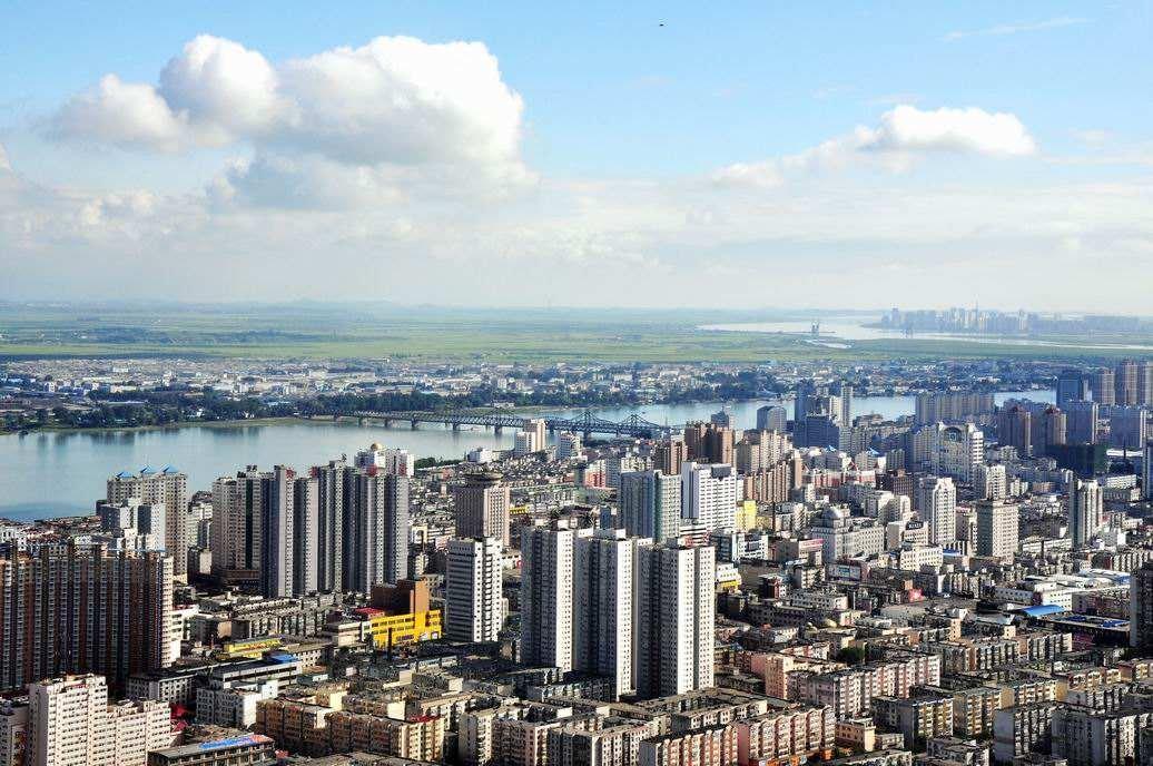 镜头下中国丹东和朝鲜对比强烈