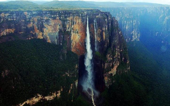 世界上落差最大的瀑布,落差979米,比世界第一高楼还高!