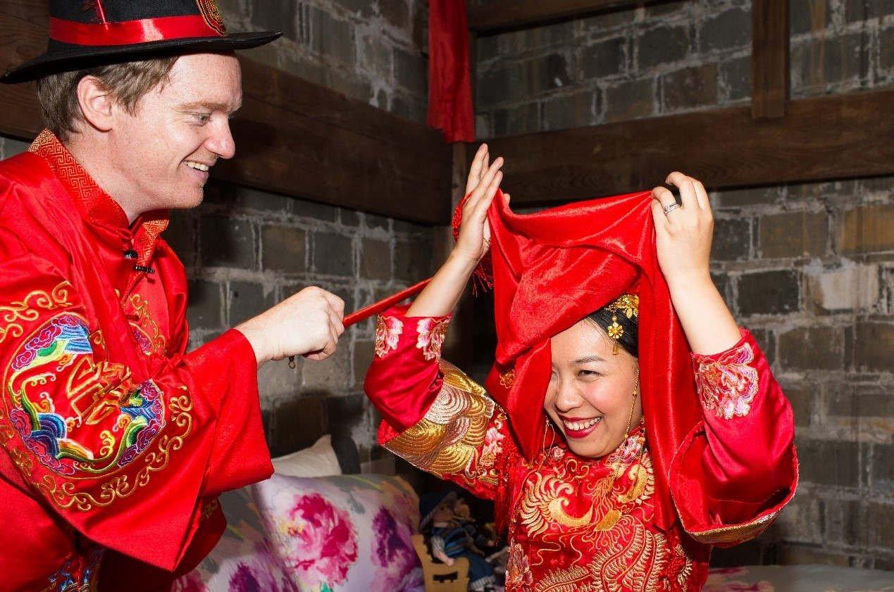 英国小伙爱上中国姑娘 花费千万修古宅当婚房