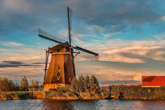 荷兰一打折村扩建 到访者大幅上升中国游客受欢迎