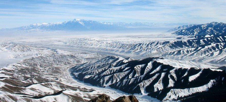 """新疆""""冰雪季""""推出多条旅游优惠线路"""