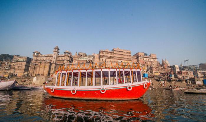 坐船游印度恒河,能见很多奇葩的事情