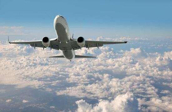 美考虑在进出该国国际航班禁止携带笔记本电脑
