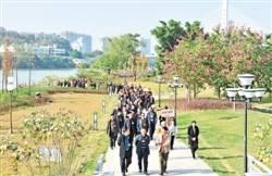 市人大代表参观梅城重点项目感受大发展点赞新变化