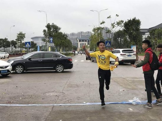 """奥园粤东公益行:用跑步的方式做公益 感觉""""棒棒哒"""""""
