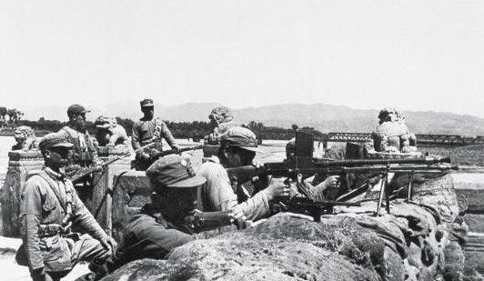 卢沟桥上抗击日军的战士