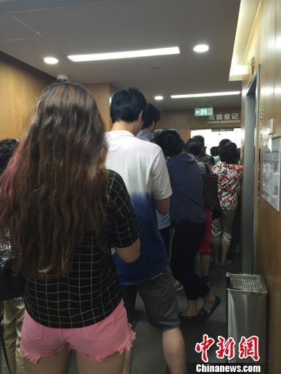 """上海辟谣房产新政后""""离婚热""""依旧不减"""