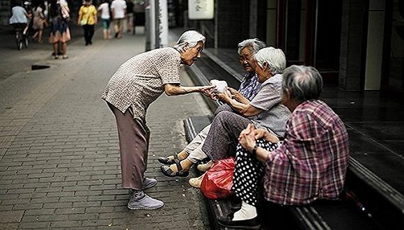 多地公布上调养老金 如何确保兑现?