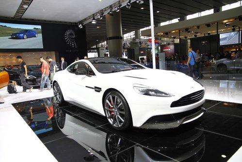 本次车展,阿斯顿b马丁发布了其全新的豪华跑车——vanquish,高清图片