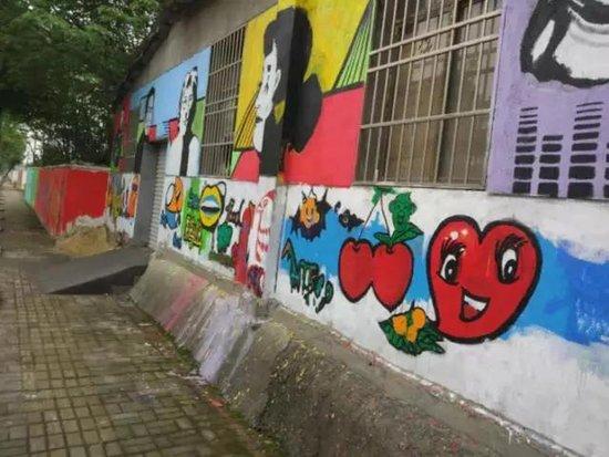 南昌街头惊现大面积涂鸦墙 背后的真相竟是图片