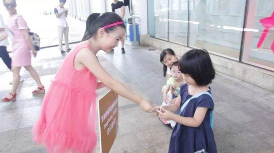 昨天南昌小女孩跑遍各大商场找人视频!原来是这样!