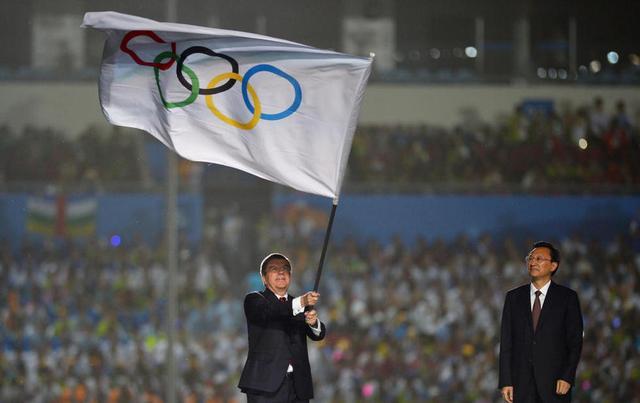 国际奥委会主席巴赫宣布南京第2届青奥会闭幕