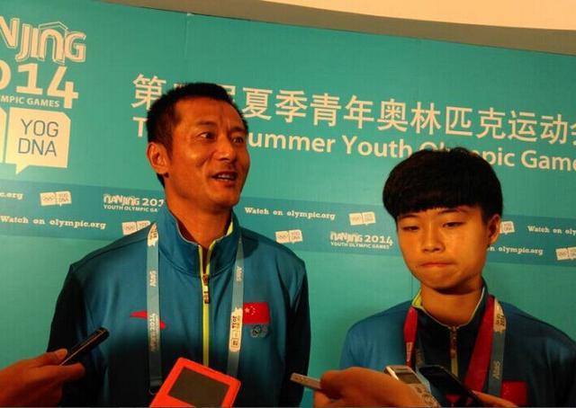 中国女足队长是内马尔粉丝 全队都是自拍达人