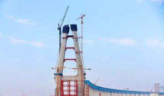 最新进展!沪通大桥北主塔标高突破200米