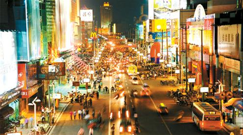 文峰大世界,百货大楼等一大批商店,东北部区域为八仙城商业街和大润发
