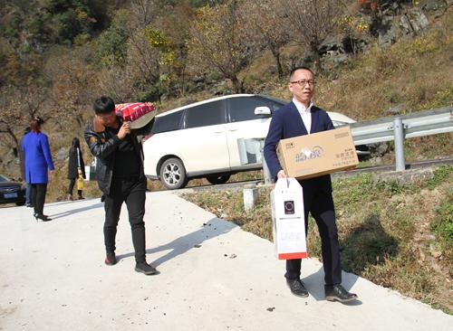 碧桂园河南区域南阳项目团队 走进河南最美孝心少年