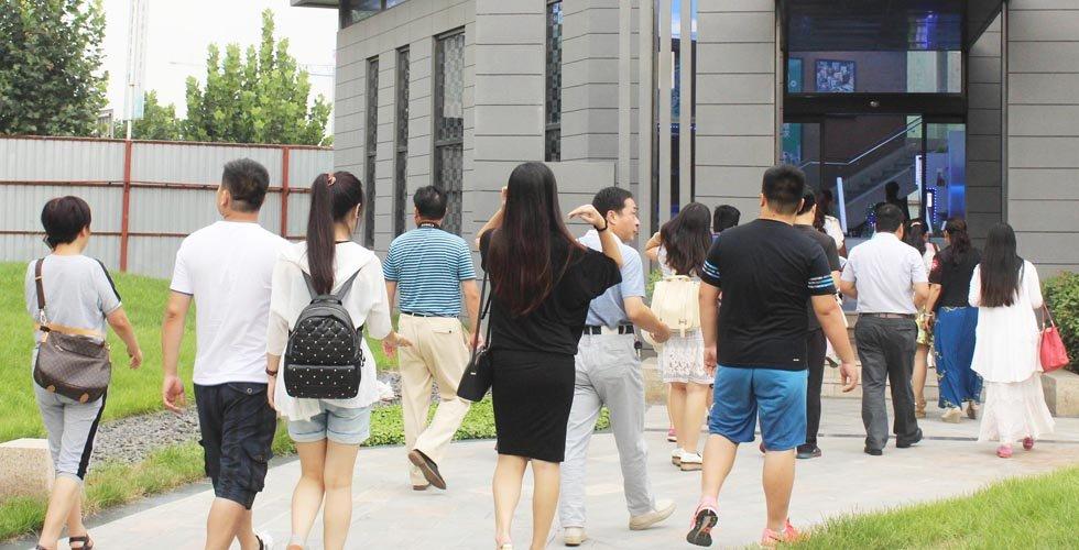 参观郑东商业中心样板间