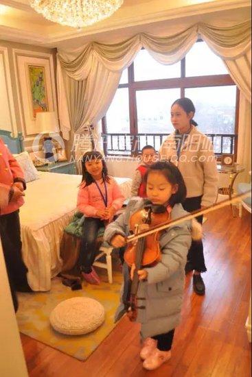 庭院中的亲子音乐趣味课堂幸福上演!_频道-南阳