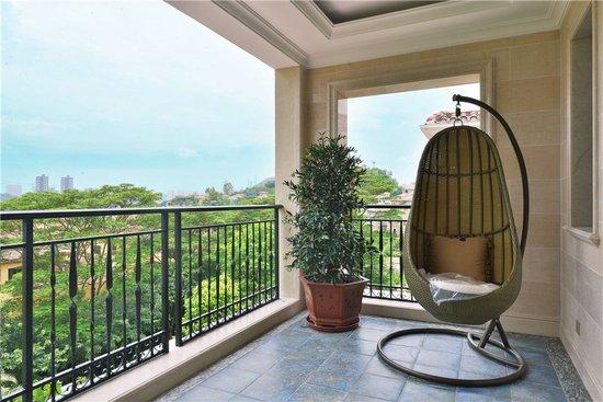 会客之时,窗外的风景悄然溜进厅堂,愉悦每个人的心情.
