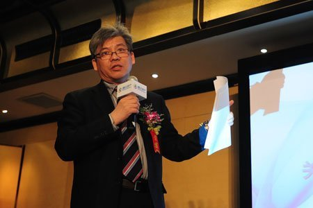图文:北京房地产协会副秘书长陈志发表演讲图片
