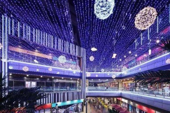 长春新城吾悦广场,在主题街的构建上,将大量电影与汽车元素运用于街区图片