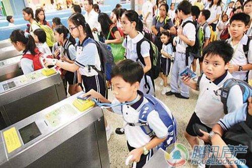 (图为:香港小学生乘搭地铁上学)-香港地铁世界典范 宁波地铁首开