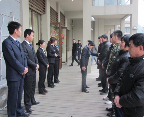 开元步骤宁波服务织员工开展分组礼仪培训携带式接地线操作物业图片