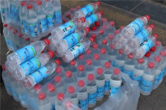 助力高考 传化全城免费派水为考生加油