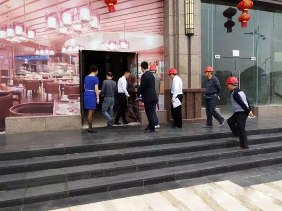 龙湾半岛 滨江金街 一期商铺隆重交房
